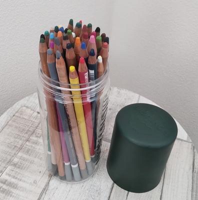 パステル色鉛筆